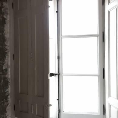 Fenetre 2 Vantaux Gueule De Loup Volets Interieurs Et Espagnolette Bois Sur Mesure